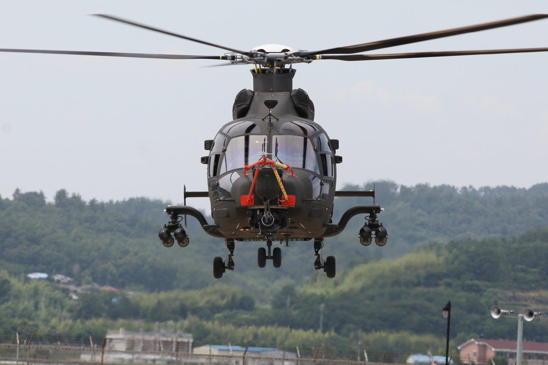 한국군 소형무장헬기(LAH) 초도비행 성공.jpg