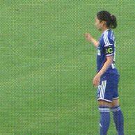 여자 축구선수 프리킥 수준.GIF