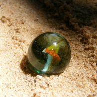 놀이터 모래사장에서 가끔 발견된다는 보석